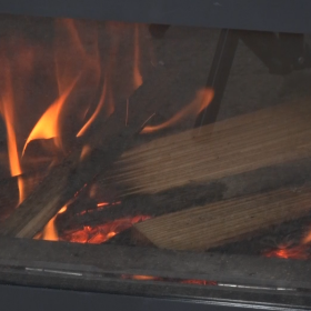 太めの薪を入れてもよく燃えます